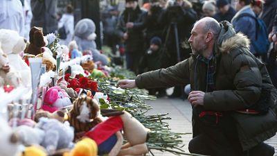 """""""Kémerovo, estamos contigo"""": Rusia rinde homenaje a las víctimas del trágico incendio"""