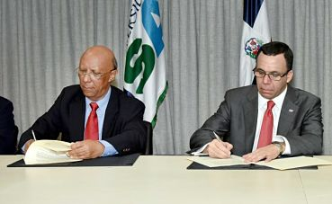 Andrés Navarro firma acuerdo con Universidad ISA para fortalecer programas de la facultad de Educación