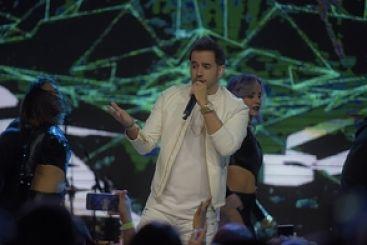 """Manny Cruz registra una noche """"Sobrenatural"""" en su primer gran concierto"""