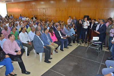 Equipo de Leonel Fernández supera meta y sobrepasa las 700 mil firmas a favor de Leonel para el 20