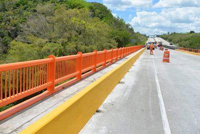 MOPC concluye trabajos de colocación barandas en puente sobre río Cumayasa