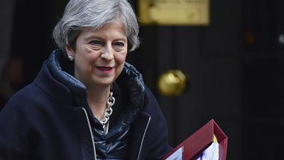 May convoca reunión urgente del Gabinete para responder a la escalada de la crisis en Siria