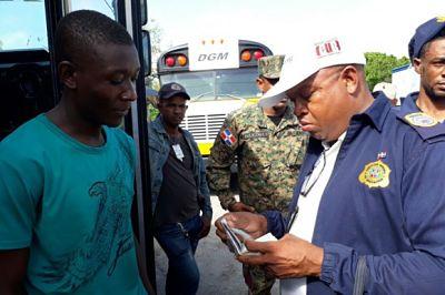 R.Dominicana deporta o no admite a más de 11.000 extranjeros en marzo