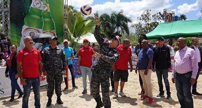 Director de la Policía promete construcción de destacamento en Sabana de la Mar