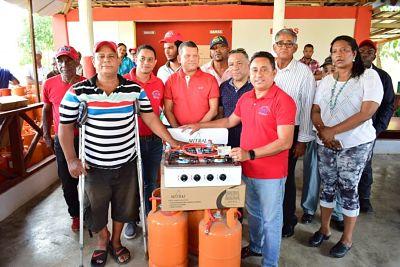 El programa de sustitución de fogones por estufas y tanque de gas que realiza el INVI beneficia 68 familias en Montecristi