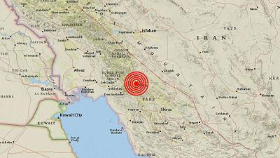 Un sismo en Irán de magnitud 5,3 deja al menos 30 heridos