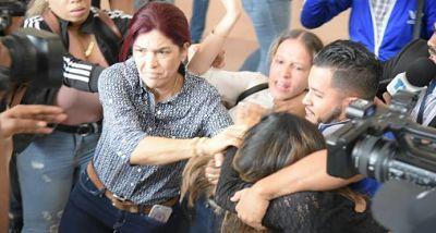 Internan periodista tras agresión que recibió en Palacio de Justicia de Santiago