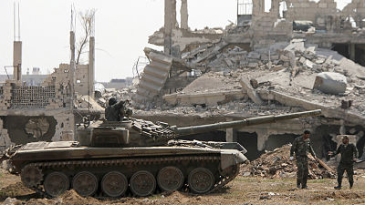 Fuentes: Evacúan a militantes del Estado Islámico del sur de Damasco