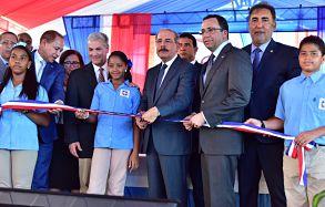 Presidente Danilo Medina entrega dos modernos centros educativos en la provincia La Vega
