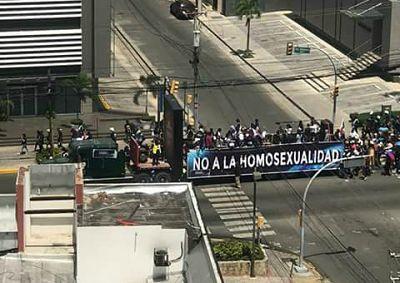 EVANGÉLICOS MARCHAN CONTRA HOMOSEXUALES
