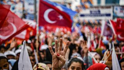 Abren los colegios electorales en los comicios parlamentarios y presidenciales de Turquía