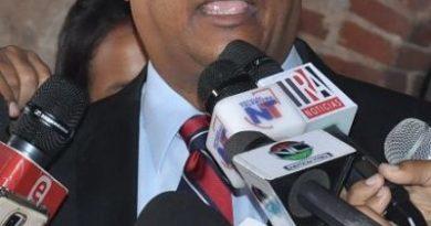 D' Aza pide evitar ilegalidad en Ley Partidos