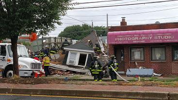 Una muerta y dos heridas al colapsar residencia