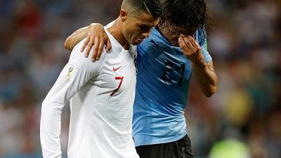 El gesto de Cristiano Ronaldo con Edinson Cavani que recorre el mundo