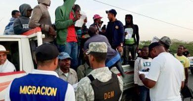 Migración detiene a 451 ilegales en un operativo