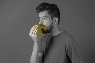 Combate la halitosis con un remedio de perejil y clavos de olor