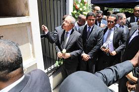 Danilo Medina participa en misa cuerpo presente y sepelio Monchy Rodríguez. Expresa, de manera personal, condolencias a familiares