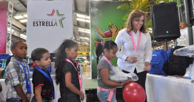 Fundación Estrella entrega útiles escolares