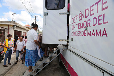 Mujeres de San Pedro de Macorís se practican mamografías gratuitas y reciben orientación prevención cáncer de mamas