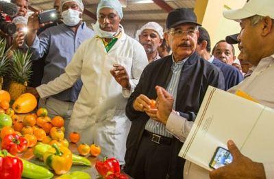 Presidente Medina visita Puerto Plata y Monseñor Nouel