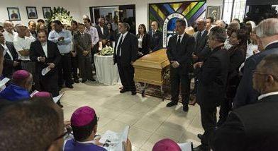 Velan los restos del obispo emérito Mamerto Rivas