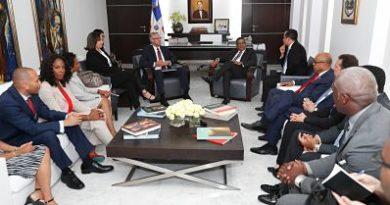 Robert Copley y delegación de congresistas de NY visitan presidente Cámara de Diputados