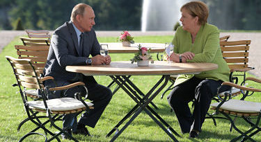 """Putin y Merkel coinciden en que """"es absolutamente incorrecto politizar el Nord Stream 2"""""""