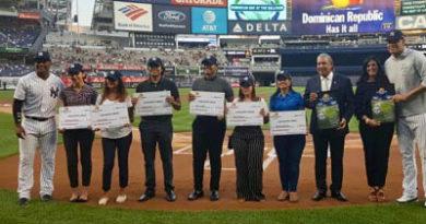 Cónsul Carlos Castillo destaca importancia celebración del Día de la República Dominicana en el Yankee Stadium