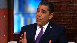 Congresistas expresan preocupación revocaciones pasaportes a hispanos