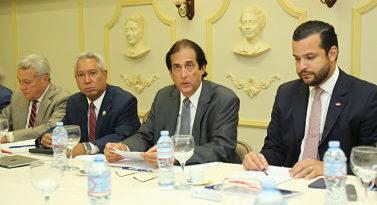 Gustavo Montalvo preside primera reunión Comité para Elaboración Propuesta de Modificación de la Ley de Uso de Suelo
