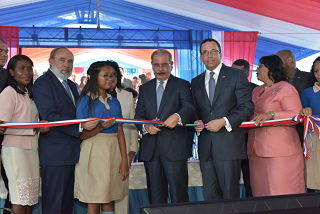Presidente Danilo Medina entrega nuevo politécnico en Andrés Boca Chica