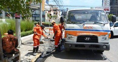 Brigadas del MOPC limpian imbornales en prevención de inundaciones en vías