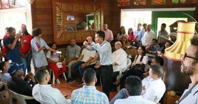 Hipólito Mejía recibe respaldo de numerosos líderes juveniles quienes acogen la propuesta sobre la Transición Necesaria