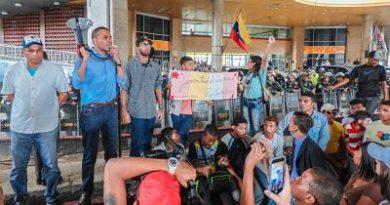 ProCiudadanos tomó instalaciones del Consejo Nacional Electoral en rechazo a su ilegalización