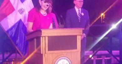 La Embajadora AmericanaRobin Bernstein y la ministraAlejandrina Germánencabezan celebracióndel décimo aniversario de las becas Fulbright-MESCyT
