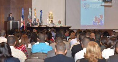 Ministro de Educación Andrés Navarro afirma evaluaciones internacionales dan evidencias de retos a enfrentar en Educación