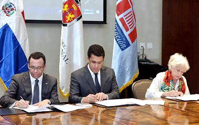 Ministro de Educación Andrés Navarro firma acuerdo con alcalde David Collado para impulsar educación ciudadana