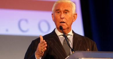 ÚLTIMO MINUTO : El FBI arresta a Roger Stone, exasesor de Trump