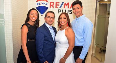 Remax Plus inaugura local en El Millón