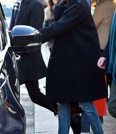 Meghan Markle sorprende usando jeans rotos de oferta