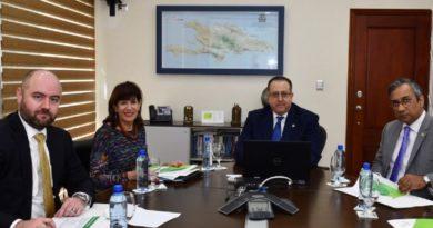 Embajadora EE.UU. recibe información en DGII sobre resultados de ataque a evasión