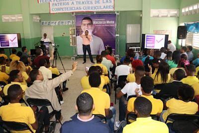 Diputado Luis Alberto Tejeda dicta conferencia a estudiantes de Villa Liberación