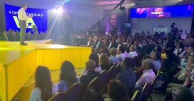 Andrés Navarro presenta proyecto presidencial y sale por la puerta grande