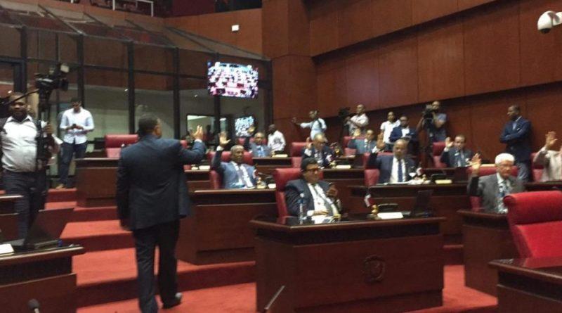 """Senado aprueba de """"urgencia"""" Ley Régimen Electoral"""