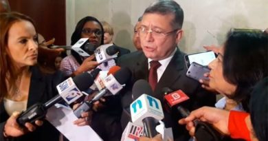 Embajador de Venezuela es abucheado a su llegada al Congreso Nacional