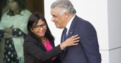 Canciller afirma sostuvo conversación con vicepresidenta de Venezuela vía Whatsapp