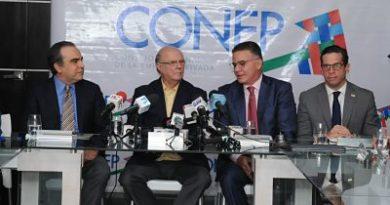 Hipólito explica al CONEP que aspira a la presidencia porque le preocupa la situación del país y quiere aportar su vasta experiencia.