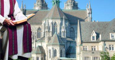 Doscientos sacerdotes y diáconos incluyendo arzobispo de Nueva