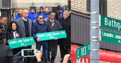 Inmortalizado Junior con nombre a rótulo en intersección de El Bronx donde fue asesinado