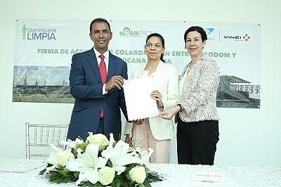 Aerodom y Dominicana Limpia firman acuerdo de colaboración para instalar programa de manejo de residuos en el AILA-JFPG